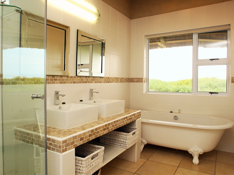 Cape St Francis Beach Break Villas 3 Bedroomed Bathroom