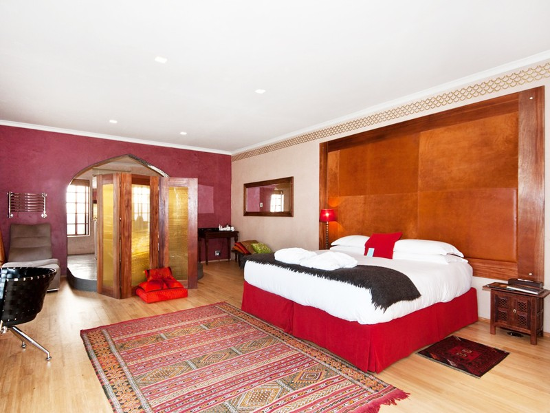 Port Elizabeth Accommodation Summerstrand Singa Lodge Bedroom 2 L