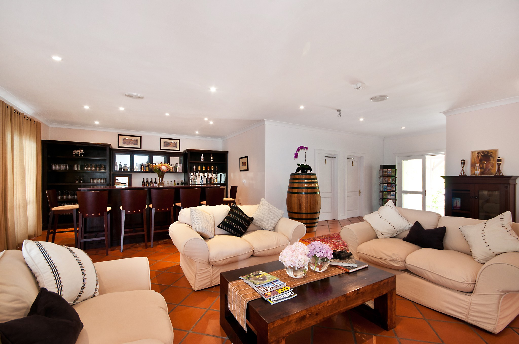 Plettenberg Bay Accommodation Luxury 4 Star Affordable Lounge And Television.